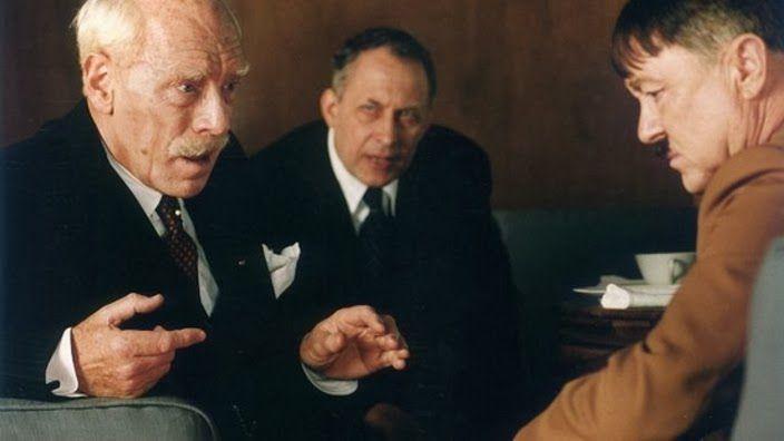 Hamsun, interprété par von Sydow, en conversation avec Hitler.