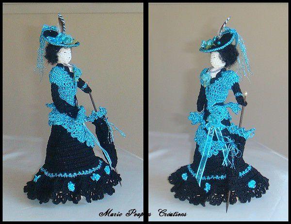 Le couple de poupées en costume 1900