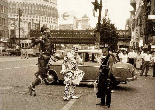 happening à Ginza avril 1960
