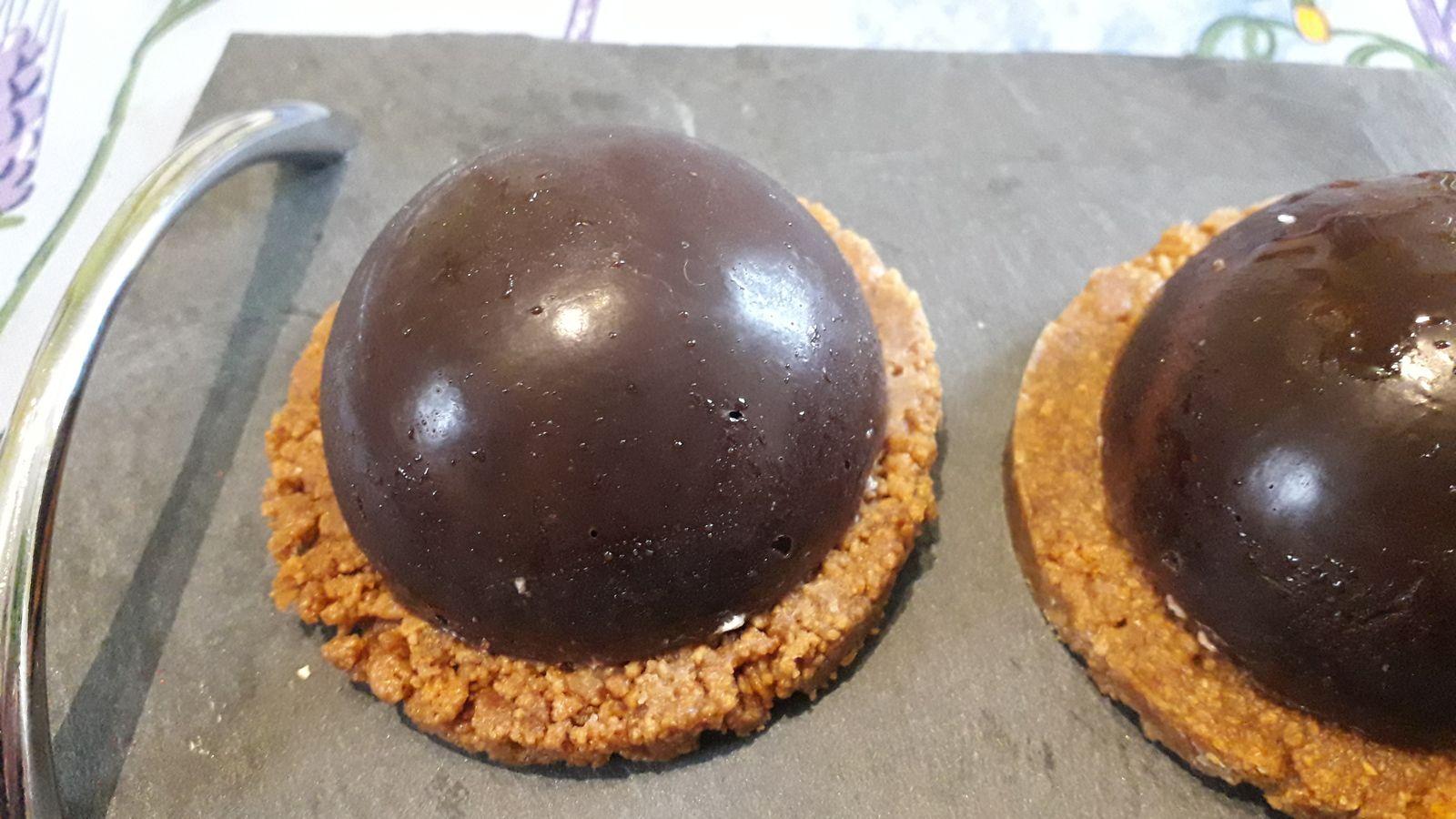 Dôme au chocolat à la mousse de poires