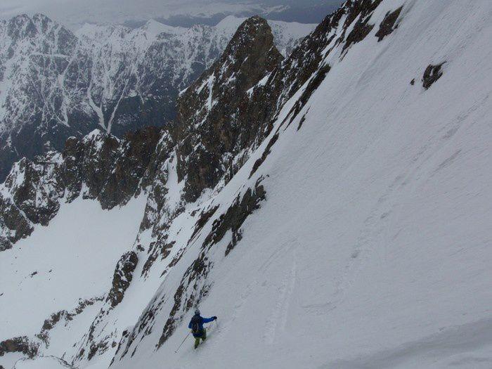 La grande classe, en ski devant le Corno