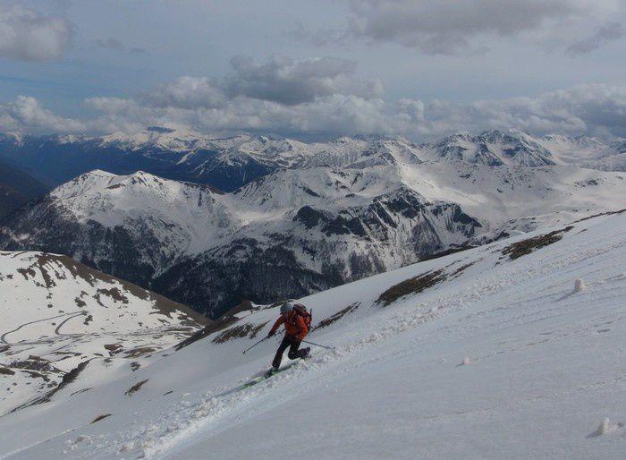 Pour finir par la cime de Pelousette et sa descente directe sur le camp des Fourches où Marc nous aura encore impressioné en télémark.