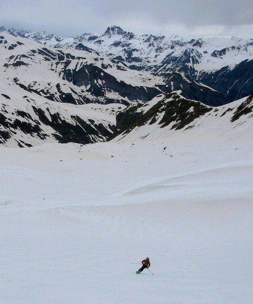 Descente extra de la cime de la Blanche sur l'Italie par le vallon de Forneris.