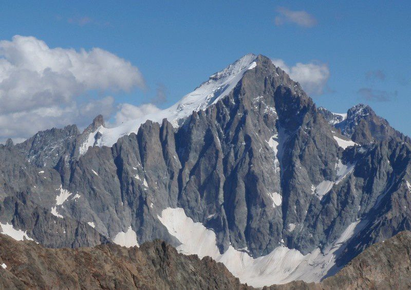 Tous les hauts sommets du massif sont visibles et on distingue bien les piliers de Bonnepierre. Des projets pour plus tard.