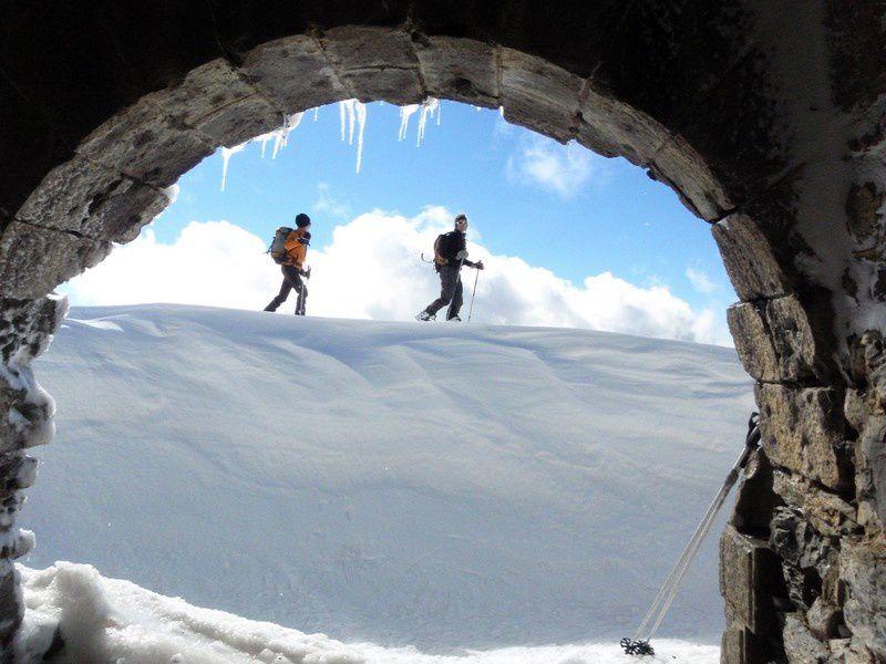 Passage aux ruines militaires de L'Authion