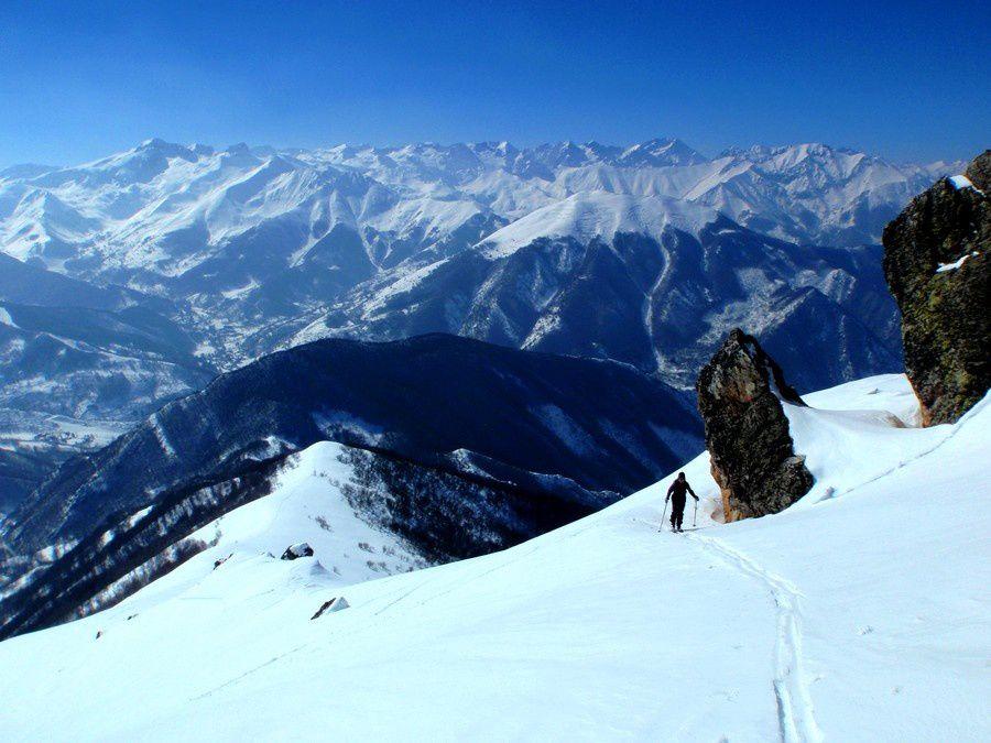 Montée panoramique au dessus du val Vermagna. Le premier jour nous traversons la crête par la pointe Mirauda.