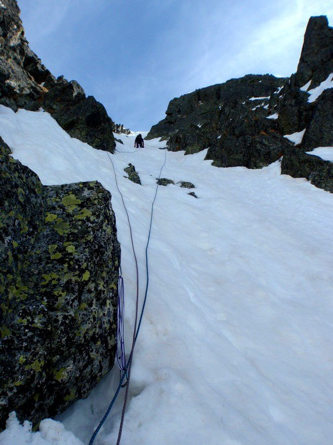 Chris learn how to progress in safety in a snow couloir.
