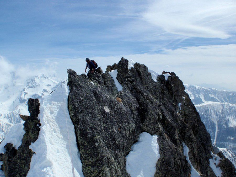 The wind stopped completly now and we can enjoy the summit. A typical mountainnnering course in Mercantour.