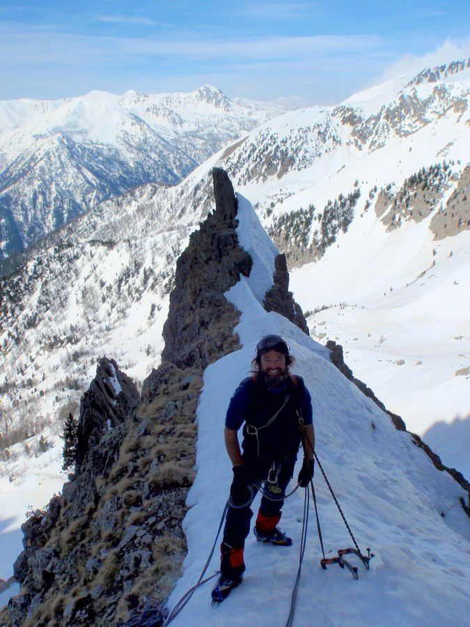 This morning the snow is frozen and it's realy exciting to climb this gully with Chris