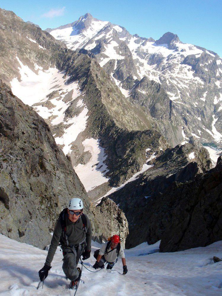 Ascension du couloir Nord du Neiglier en bonne neige de névé souple en surface.