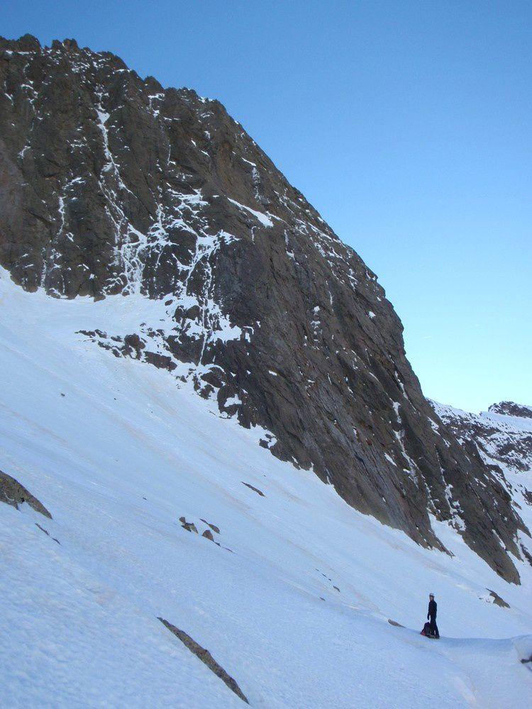 Au pied de la cougourde le 12 janvier 2015. Les conditions ont l'air assez bonnes. Toute la neige est partie et tout ce qui reste de blanc est de la glace très dure.