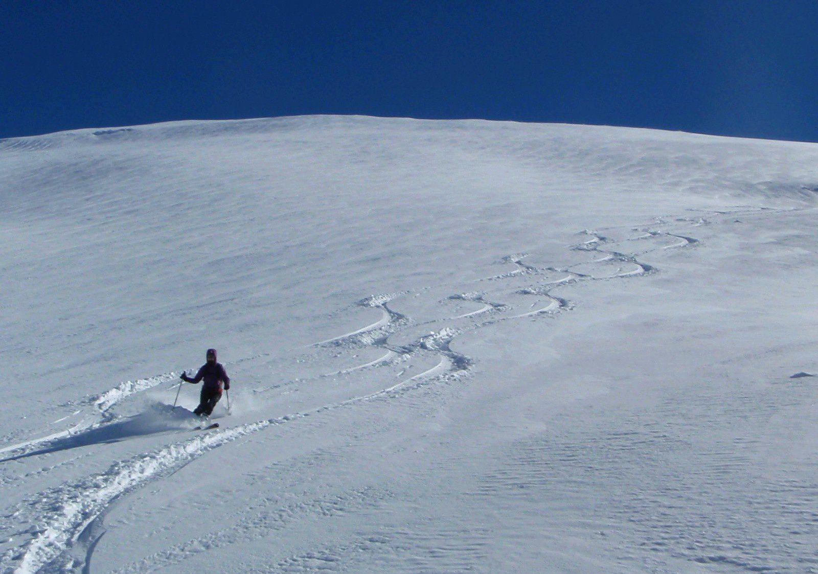 La neige vierge des Alpes du Sud à porté de la main, même pas besoin d'aller en hélico en Italie pour en profiter.