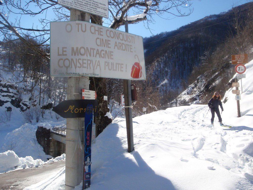Le fond de vallée croule sous la neige à 700m.