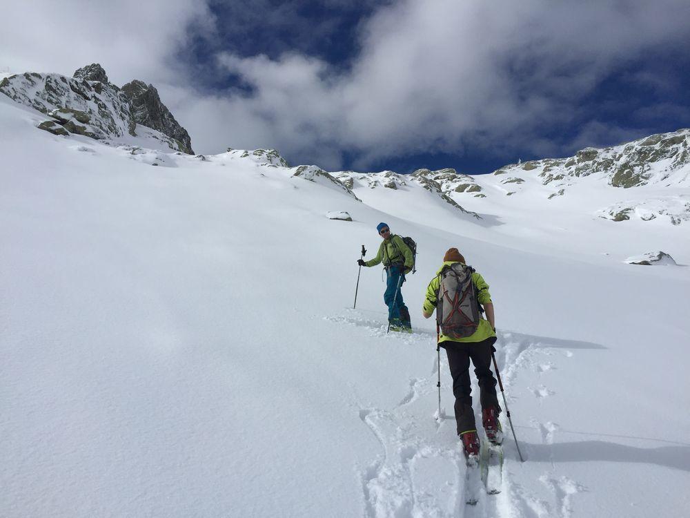 Arrivée à St Bernolfo, il a seulement neigé 10 cm très agréable à skier. Le vent a soufflé fort mais les accumulations piégeuses sont faciles à détecter.