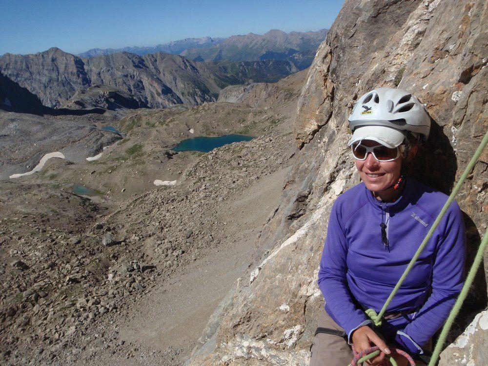 Nous montons aux aiguilles du Chambeyron par le pilier sud : la seule voie d'escalade digne de ce nom qui mène directement à cette belle cime, ouverte par Dallo et Parize et 1969.