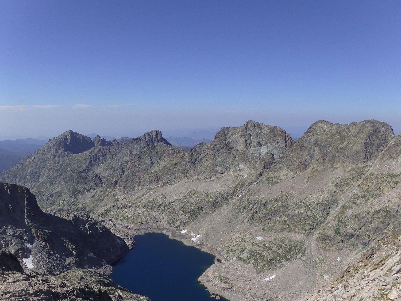 Nous dominons le lac long et toute la haute Gordolasque.