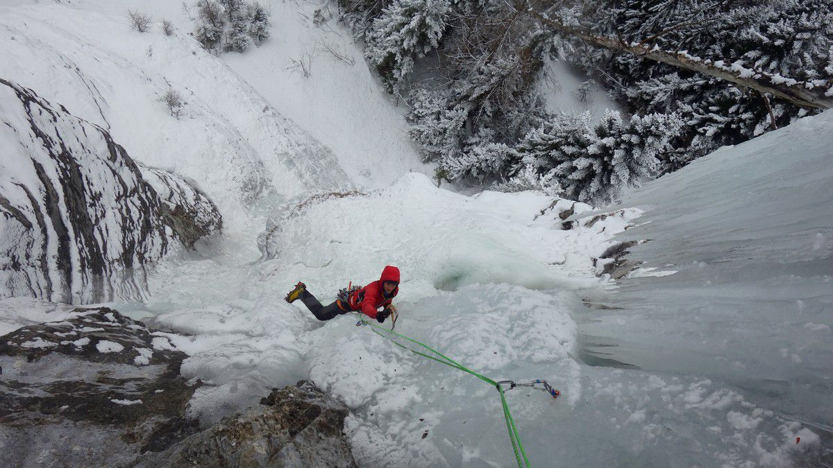 Thomas Auvaro dans le haut de la cascade Jojokawak