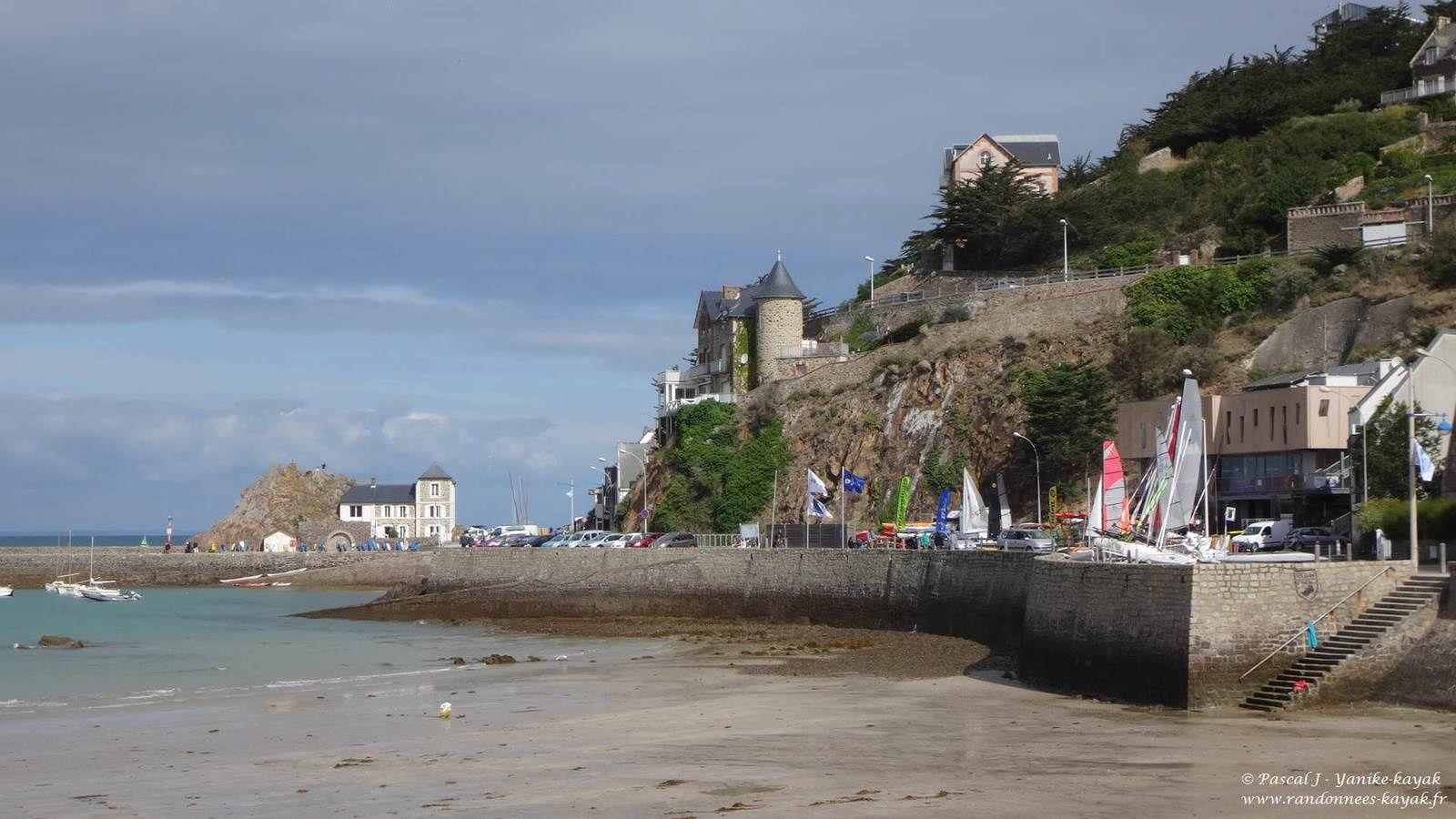 Tour de Bretagne en kayak de mer : de la plage de Caroual (Erquy) au port de Brehec