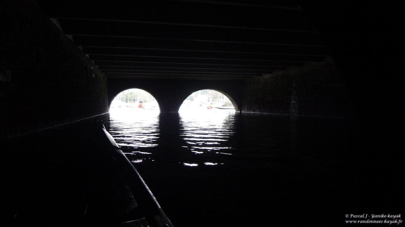 Rivière de Pont-l'Abbé : dans les entrailles du pont habité