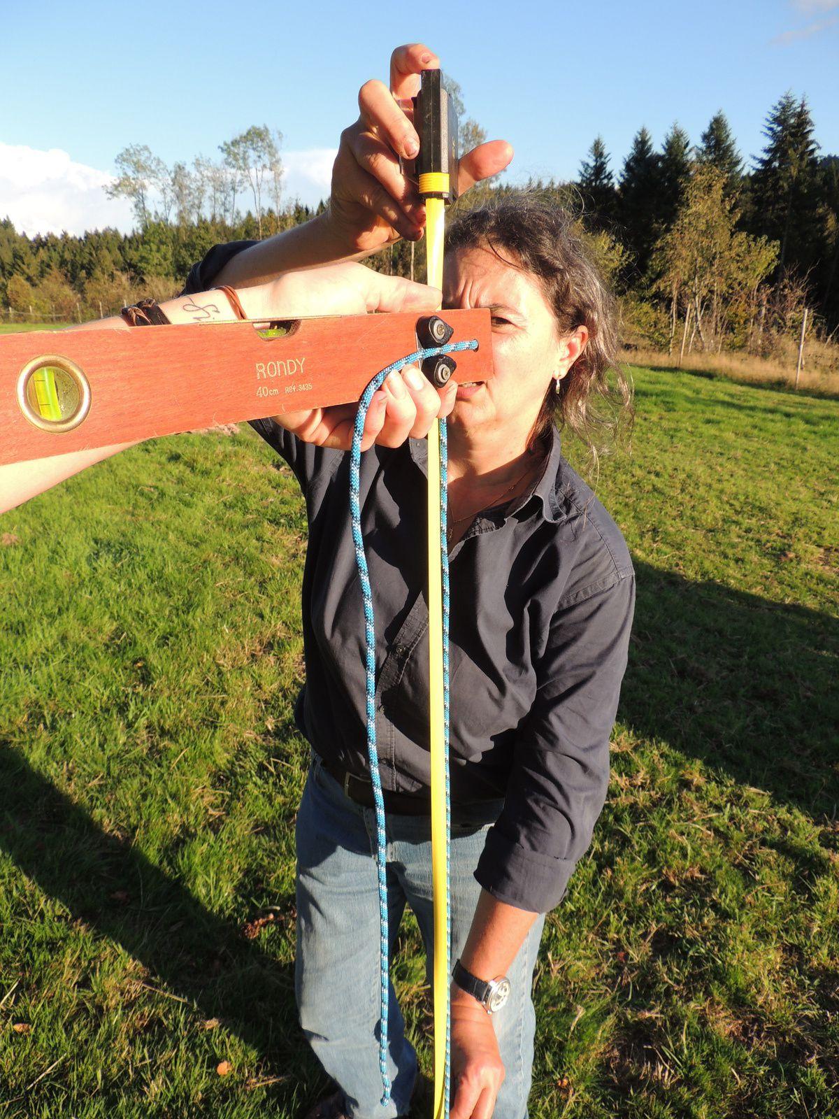 Mesure de la longueur de la corde. Techniques d'élevage 2014. Image soumise à droits d'auteur