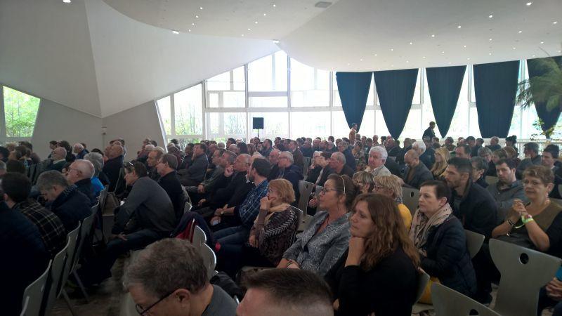 Environ 300 personnes étaient présentes.