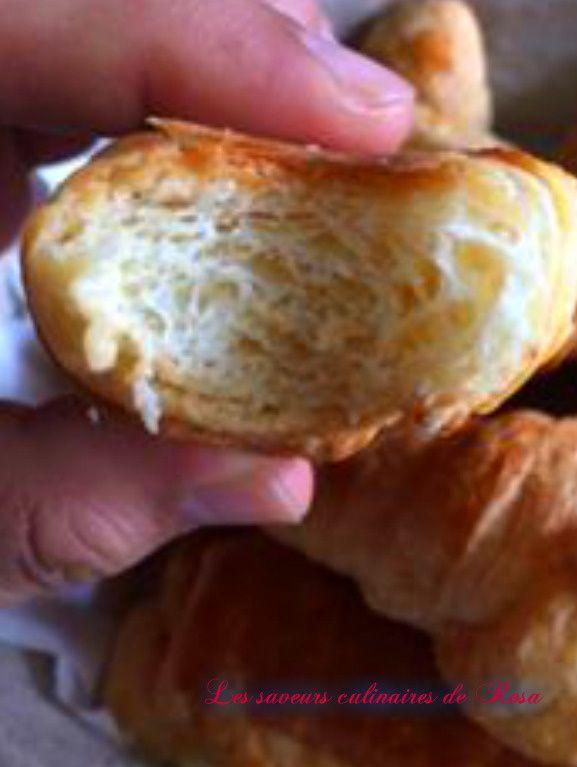 Croissants et pains au chocolat à base de pâte feuilletée levée