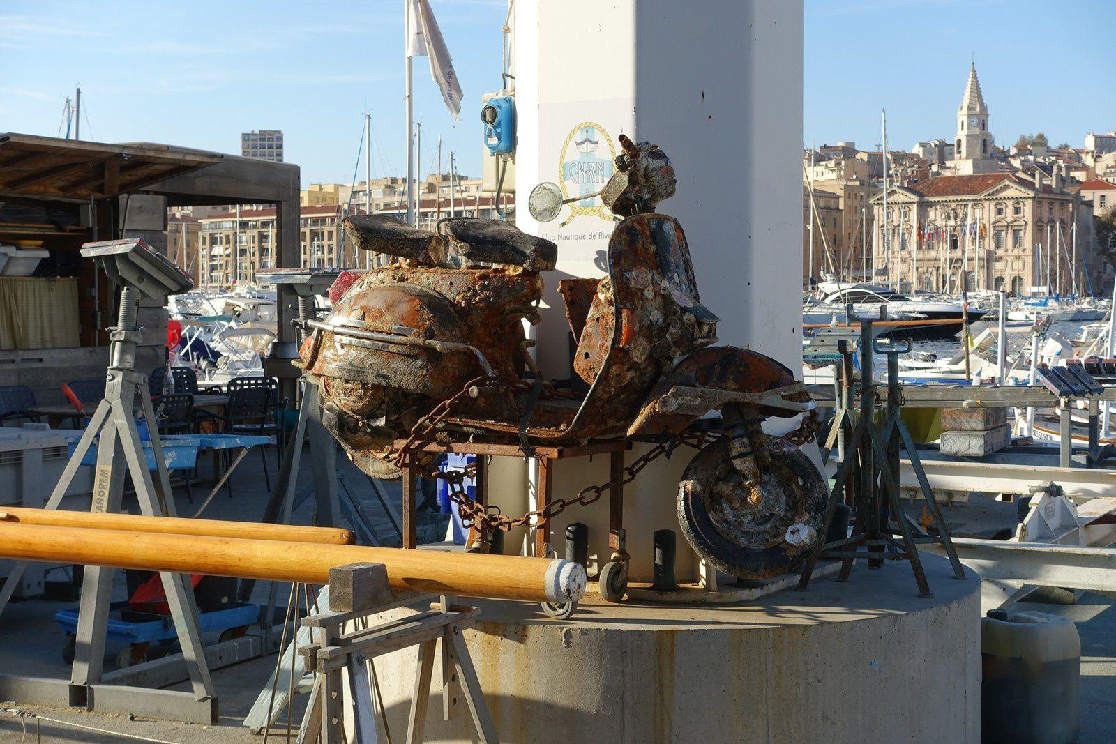 Marseille son port , sa corniche