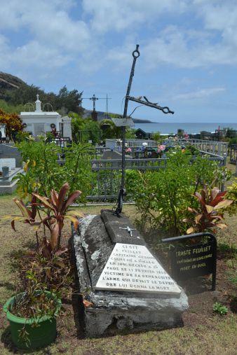 Tombe du corsaire La Buse au cimetière marin de Saint-Louis. (Photo: Rozenn)