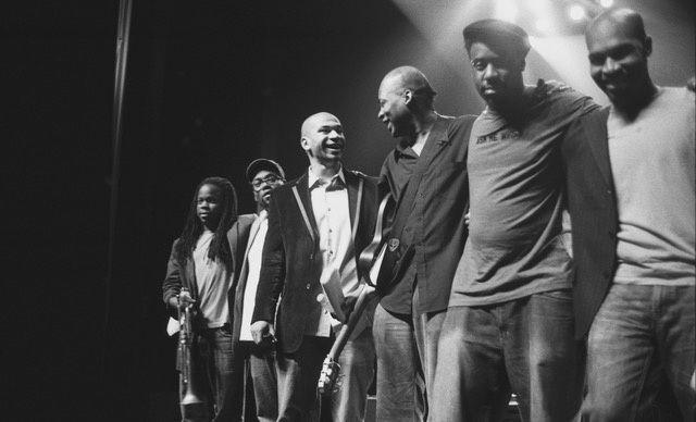 De gauche à droite : Ambrose Akinmusire, Vincente Archer, Walter Smith III, Lionel Loueke, Robert Glasper & Eric Harland - Clermont-Ferrand 2006 - © Michel Vasset