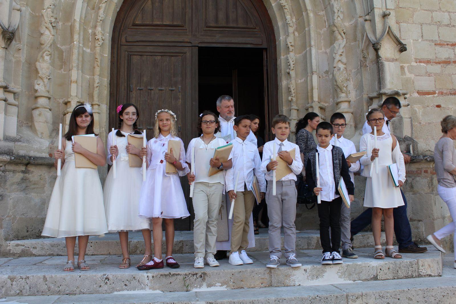 Première communion des élèves de l'école Saint-Pierre