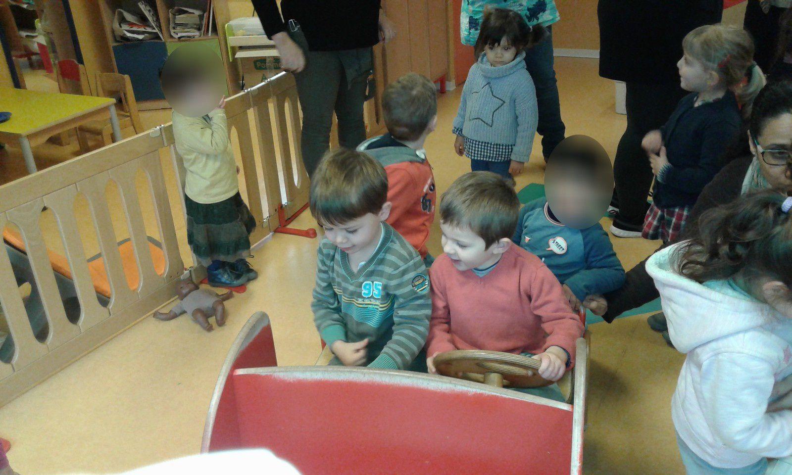 Les TPS/PS rendent visite aux enfants de la crèche de Casseneuil