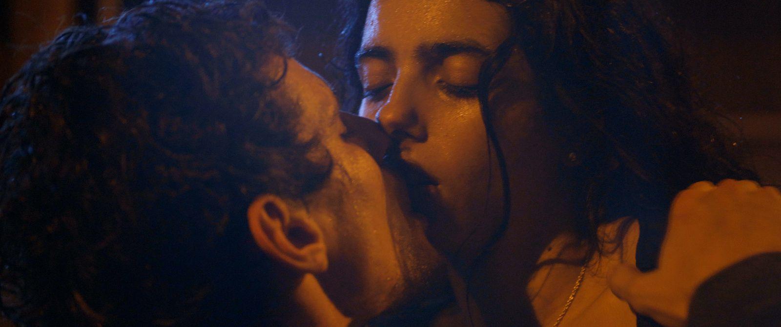 Tu mérites un amour (BANDE-ANNONCE) de et avec Hafsia Herzi - Le 11 septembre 2019 au cinéma