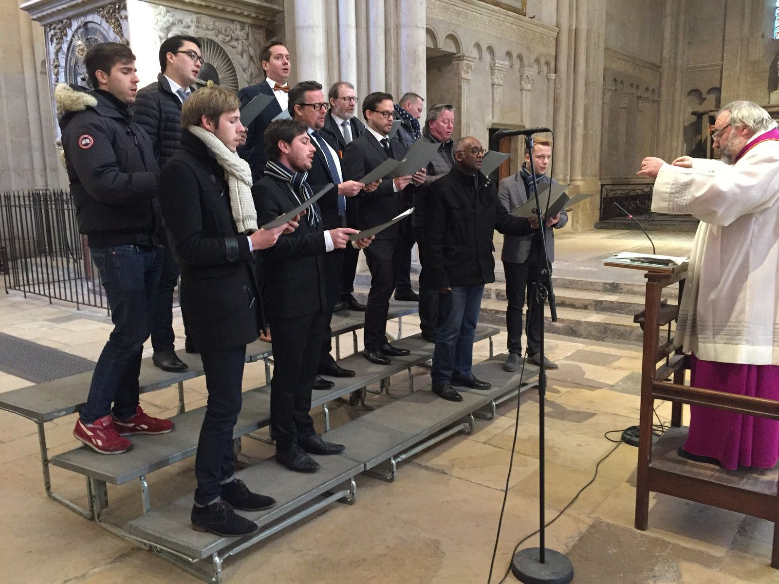 Messe à la cathédrale de Lyon avec un groupe d'anciens de la maîtrise