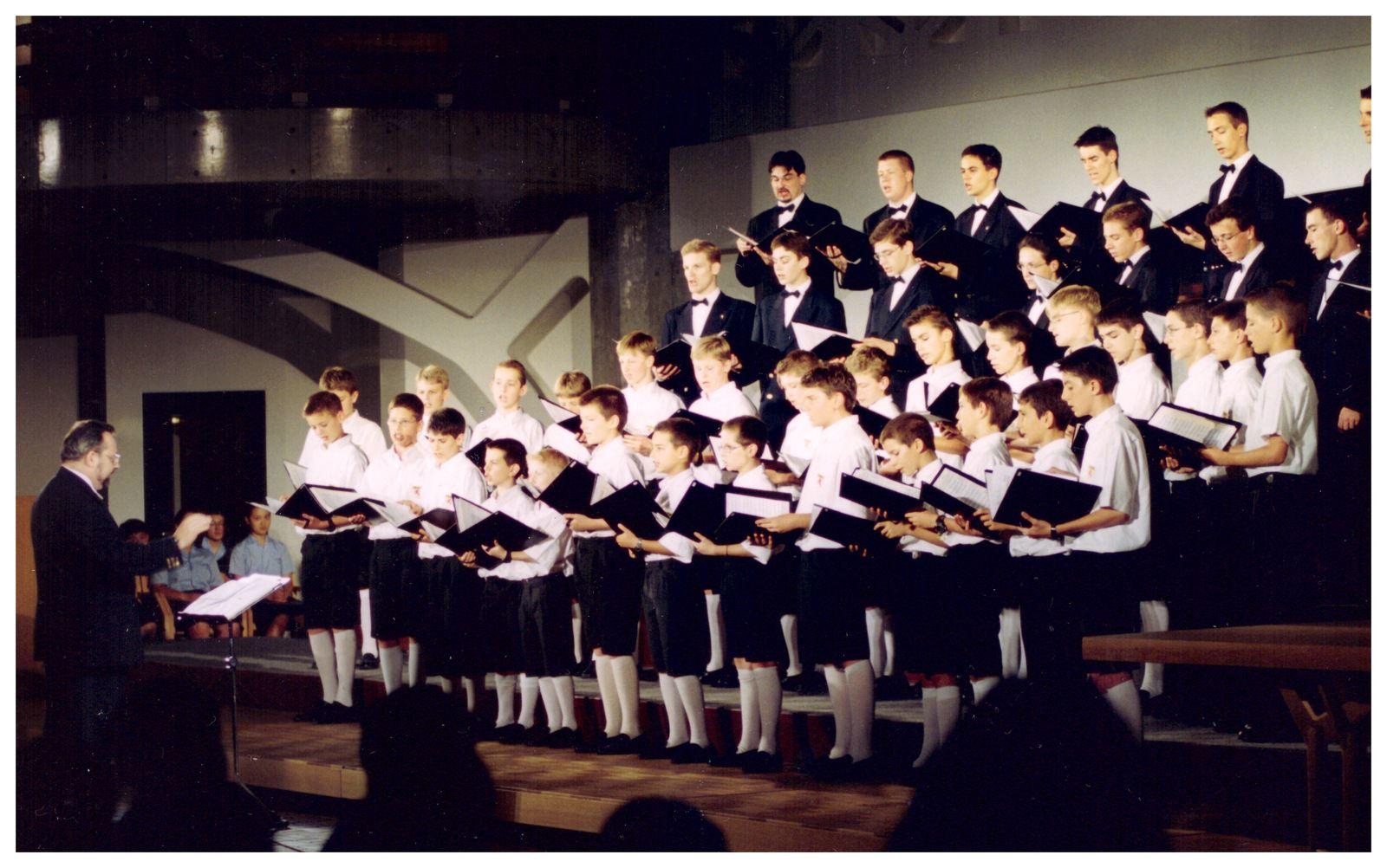 Les Petits Chanteurs de Lyon au Japon, il y a  20 ans