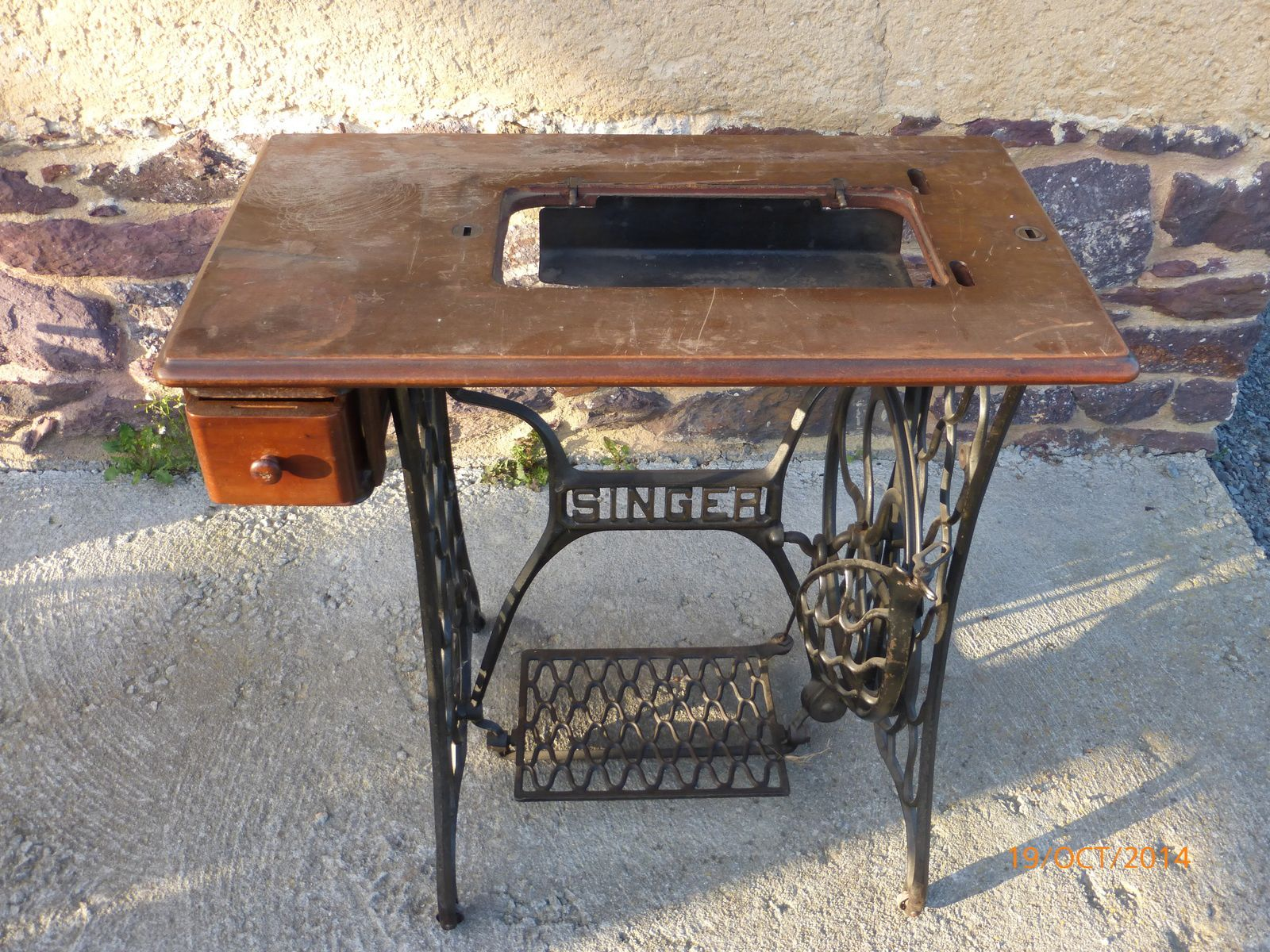 Table Machine A Coudre rénovation table: ancienne machine singer - lili fabric bzh