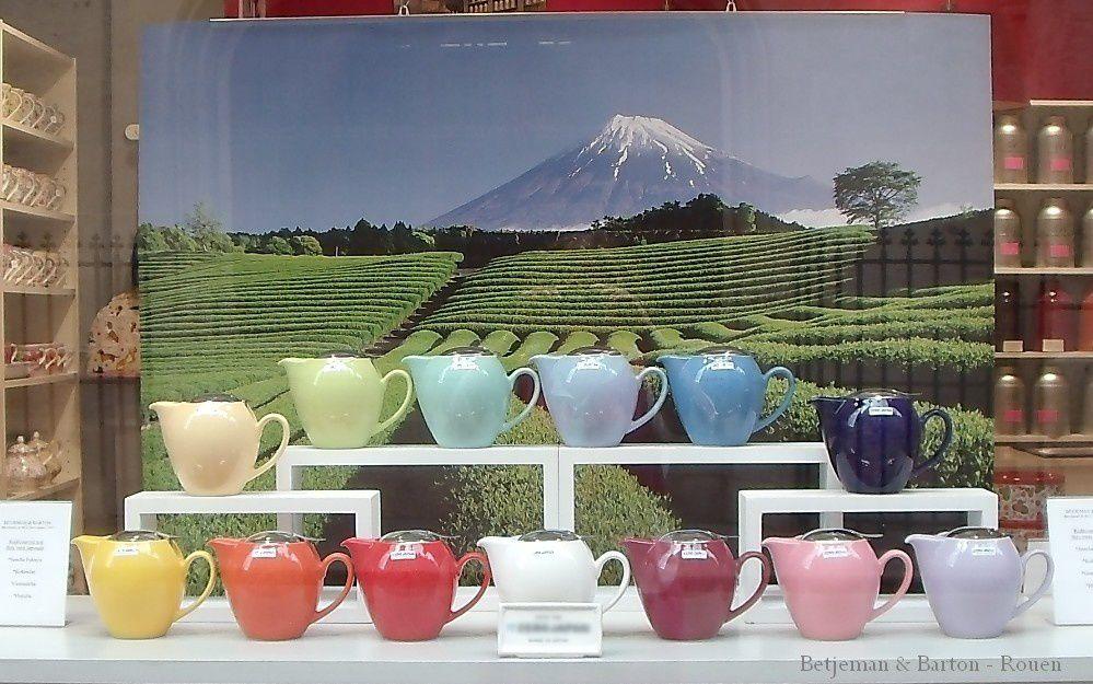 Vitrine de théières japonaises