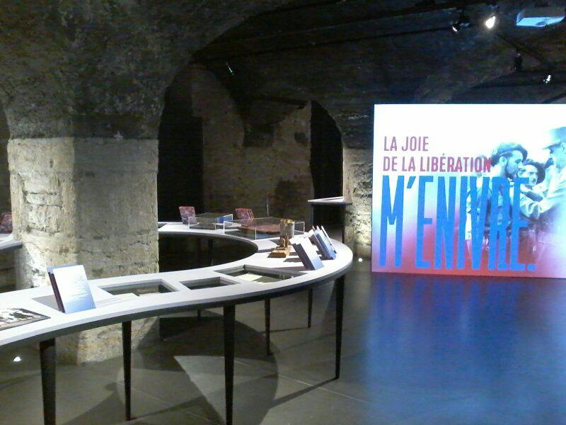 """Vue de l'exposition """"Génération 40"""" au CHRD de Lyon"""