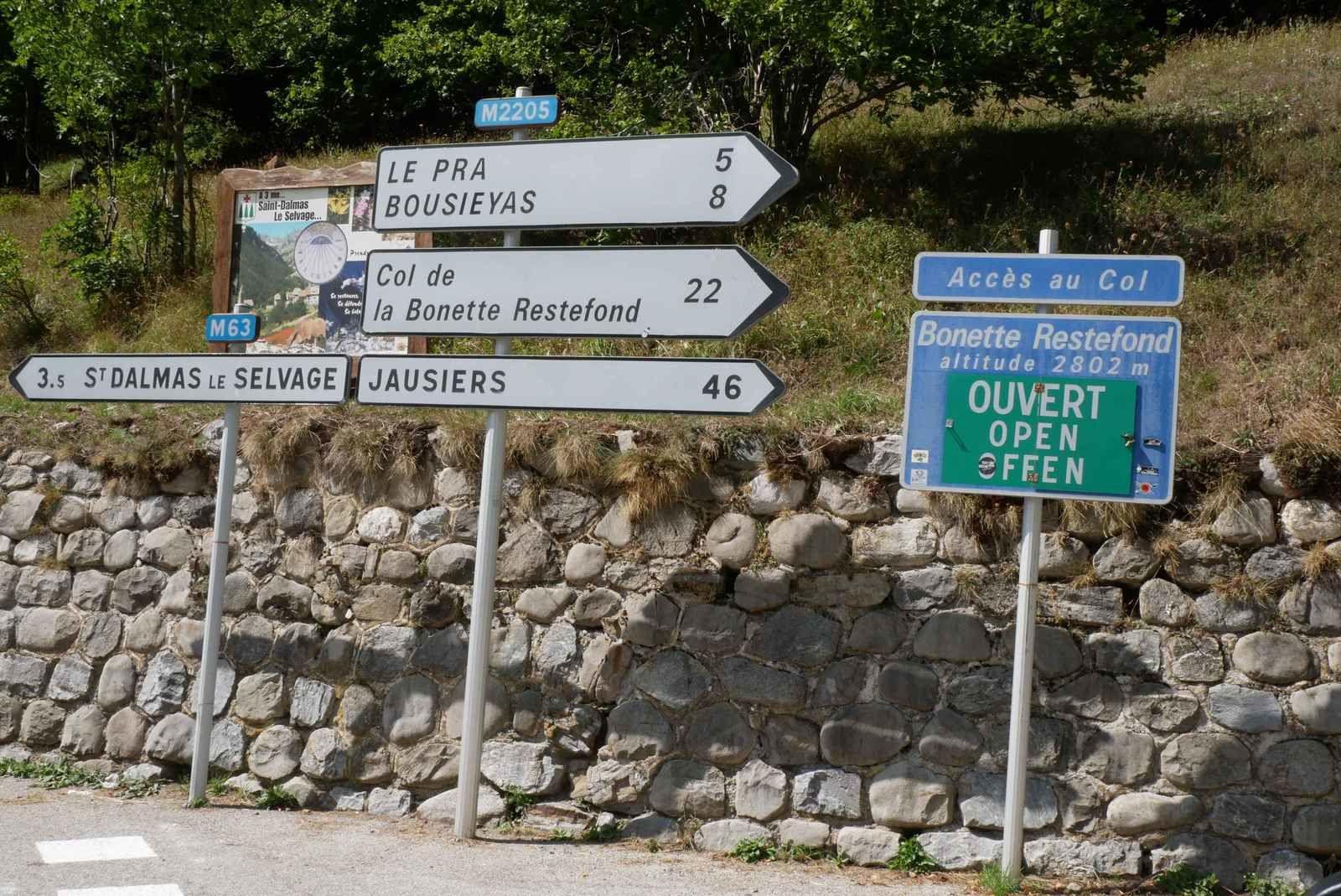 Nous quittons la vallée de La Tinée pour monter au Col de La Bonette où il nous faut passer pour  rejoindre Jausiers