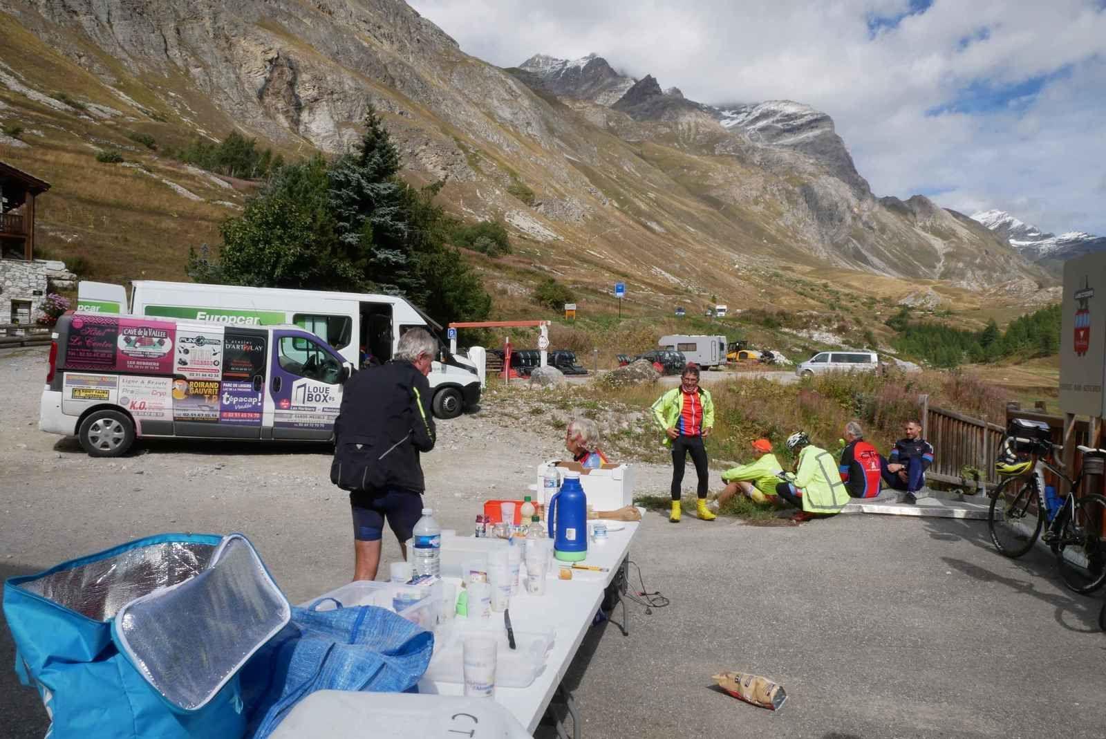Val d'Isère, le lieu de rendez-vous pour le déjeuner. Il est 14 heures.