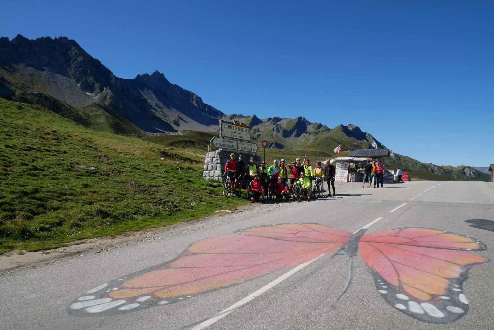 L'équipe au complet au sommet du Cormet de Roselend