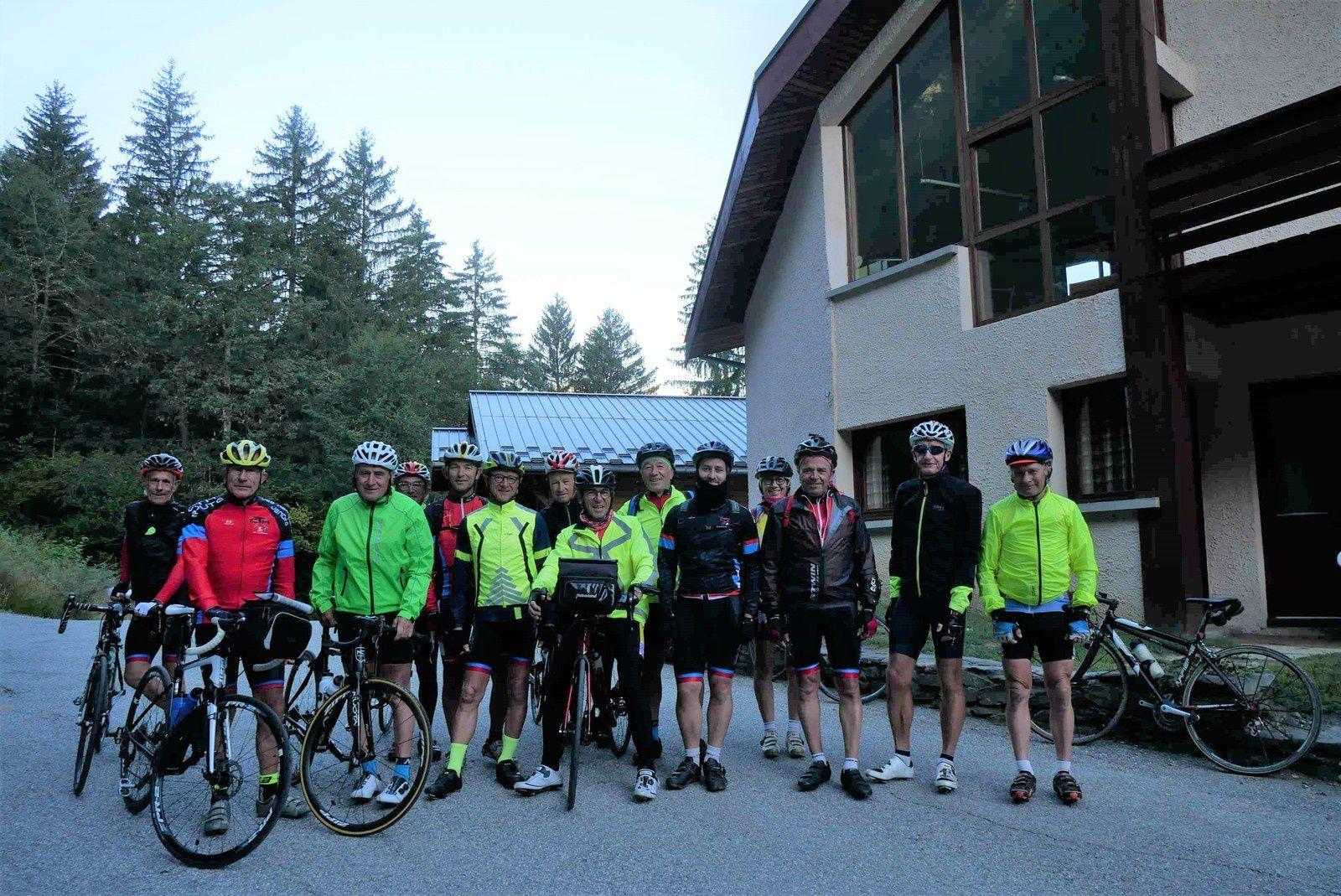 Départ groupé pour ne  pas louper la montée sur Roselend à Bourg St Maurice