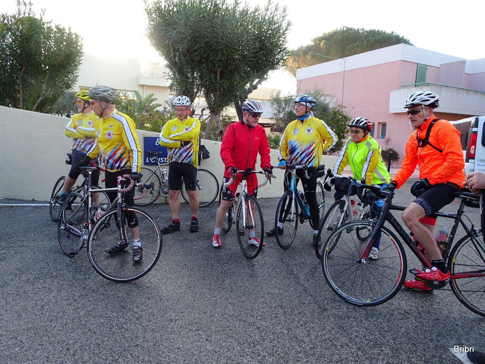 Les cyclos partent pour leur première sortie, suivant les parcours journaliers à 8h30 ou 9h.