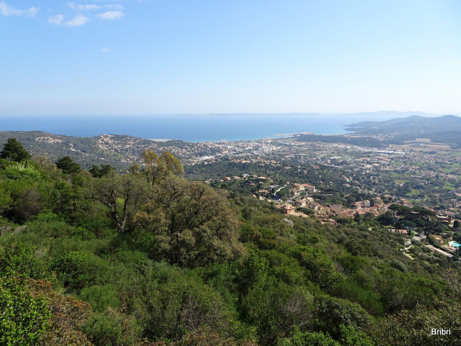 De la haut nous avons vu de beaux paysages très différents, à 325 m d'altitude.