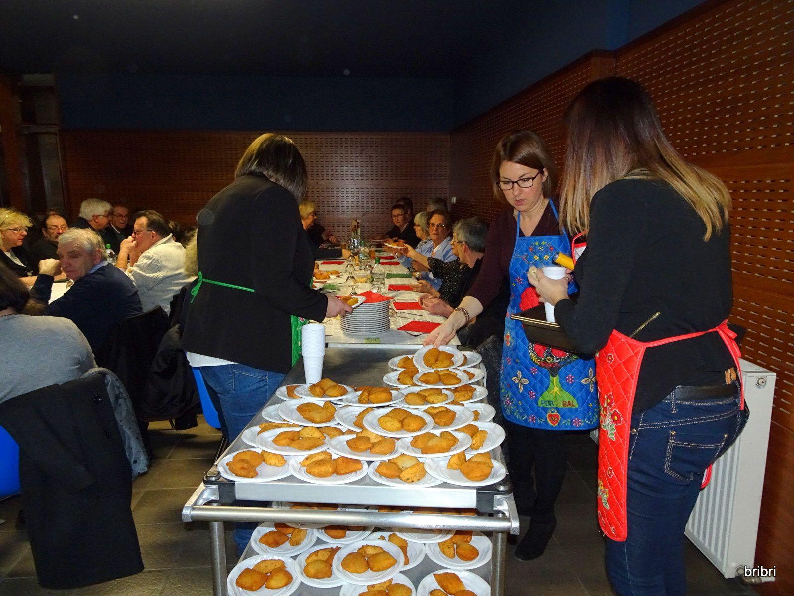 Les tables sont installées, la déco aussi; les participants arrivent, l'apéro est servi et le service peut commencer.
