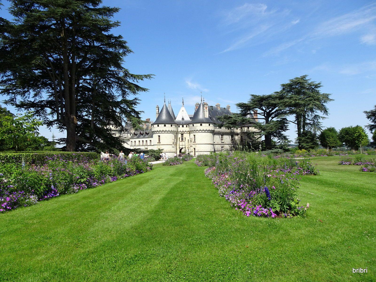 On va jusqu'au point de vue dans les jardins qui entourent le château, mais quelle chaleur !