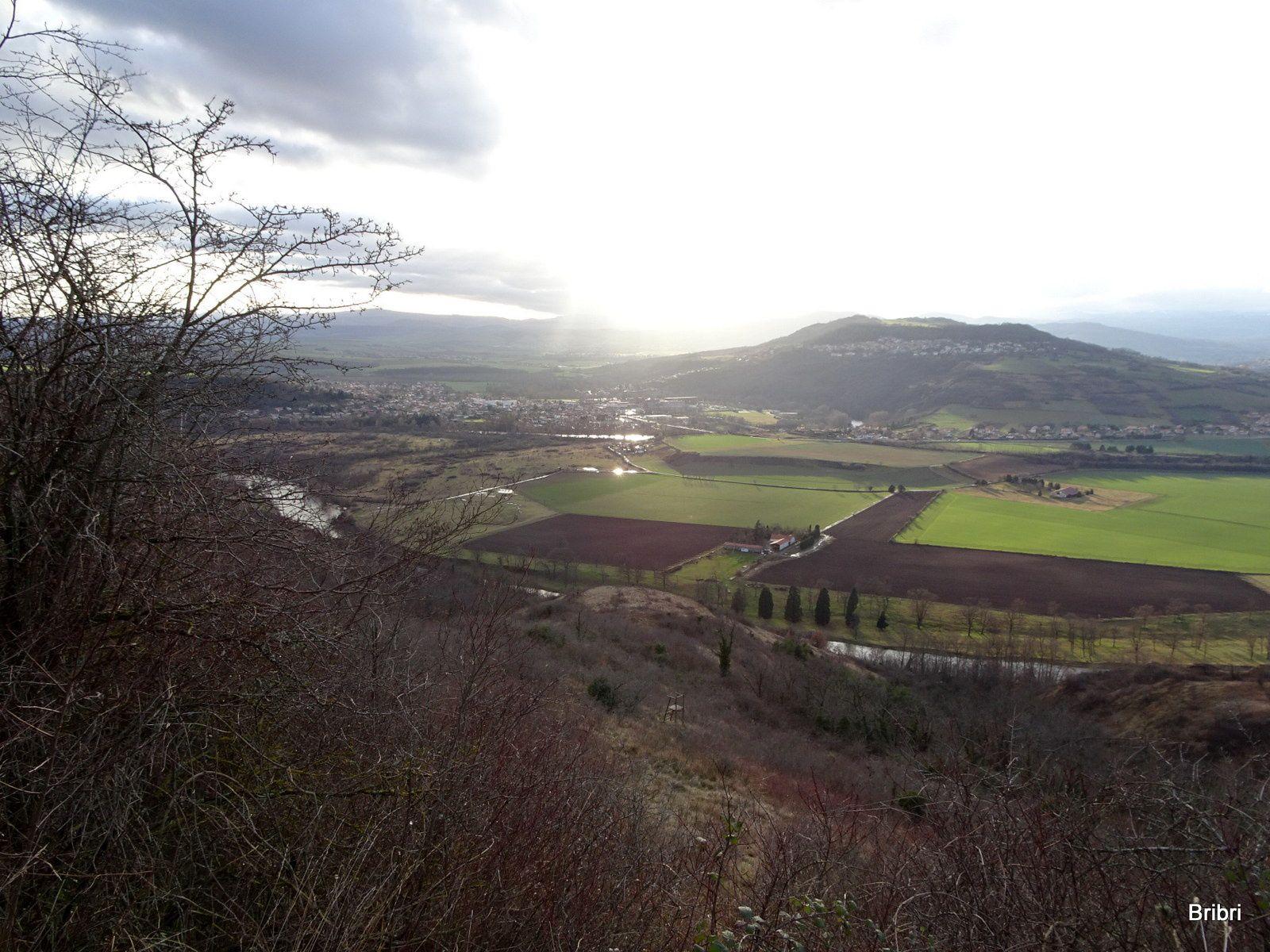 Vues sur le Puy-de-Dôme, la chaîne des Puys ,Cournon et différents petits puys alentours.