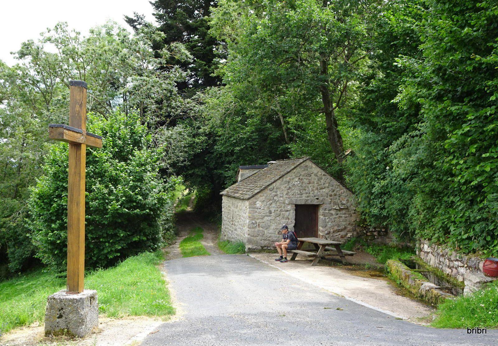Beau petit village traversé, mis à disposition d'un lieu de repos pour les randonneurs.