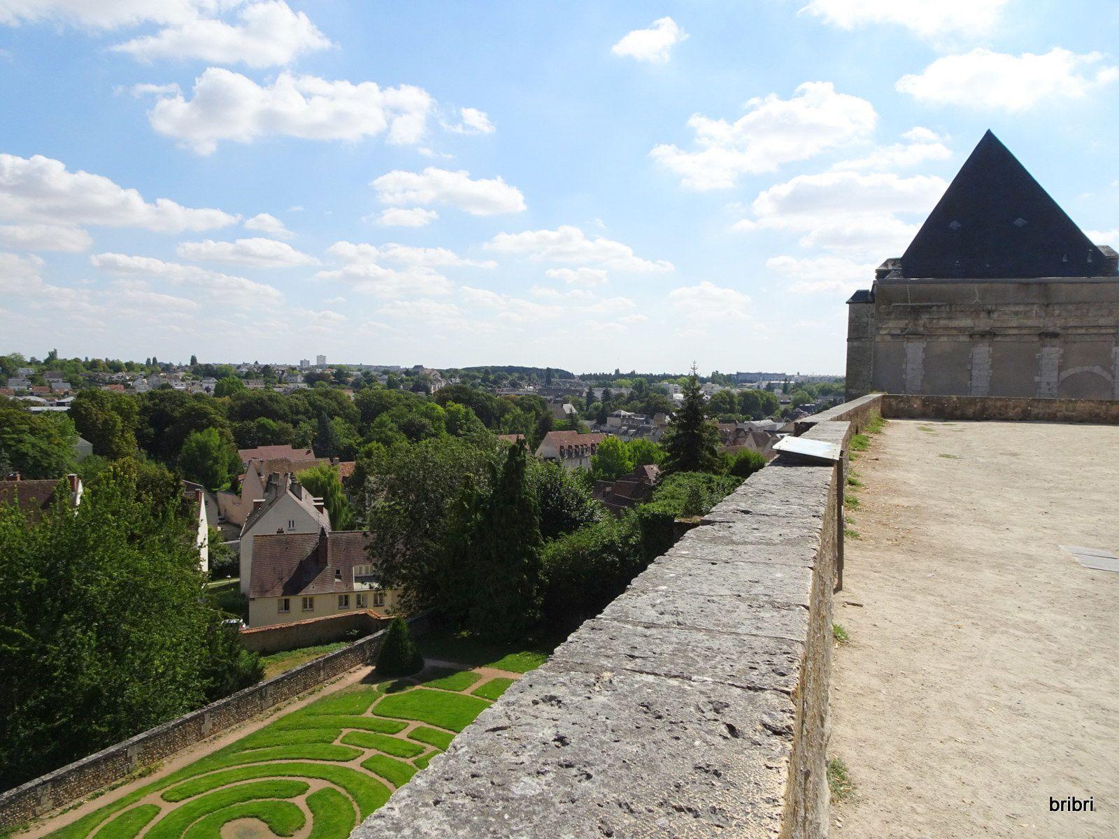 Chartres petite ville agréable de Beauce, région ou j'ai grandi, élevée par mes grands-parents.