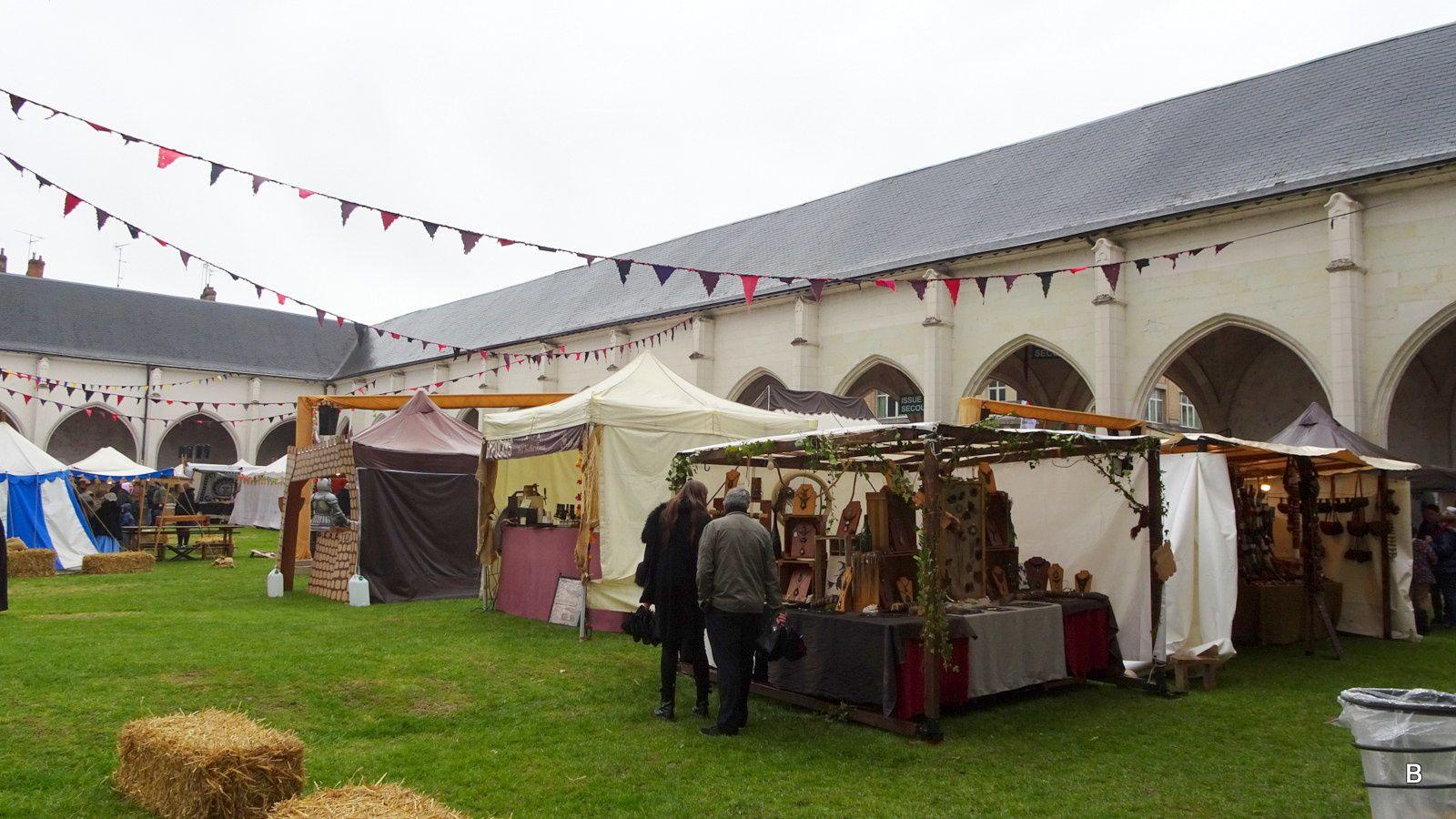 Les fêtes médiévales se déroulent toujours début mai, nous allons voir le marché pittoresque au Campo Santo, tous sont habillés comme à l'époque. Le défilé aura lieu dans les rues le 9 mai.