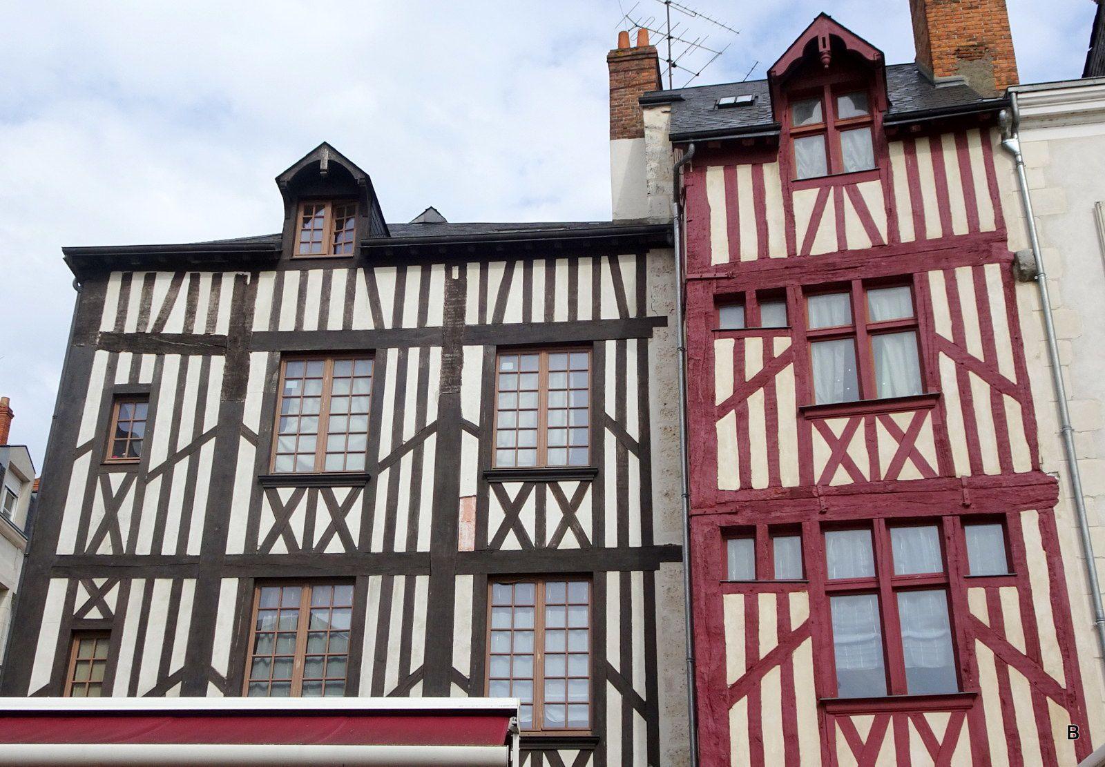 De belles maisons à pans de bois un peu partout, les rues pavées sont propres et bien entretenues.